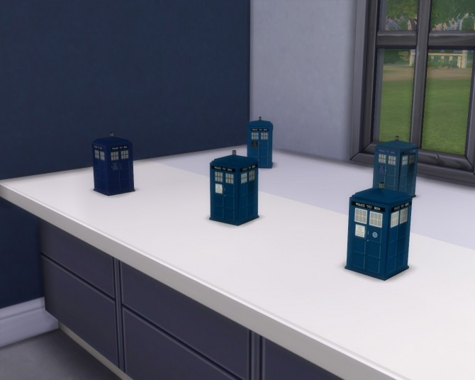 Miniature TARDIS by SleezySlakkard at Mod The Sims image 287 670x536 Sims 4 Updates