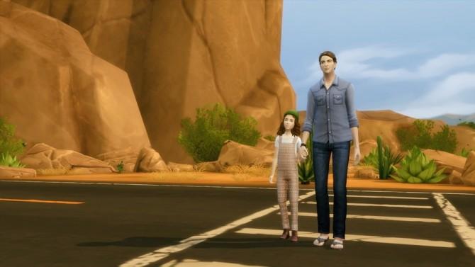 Family poses at Rusty Nail image 12714 670x377 Sims 4 Updates