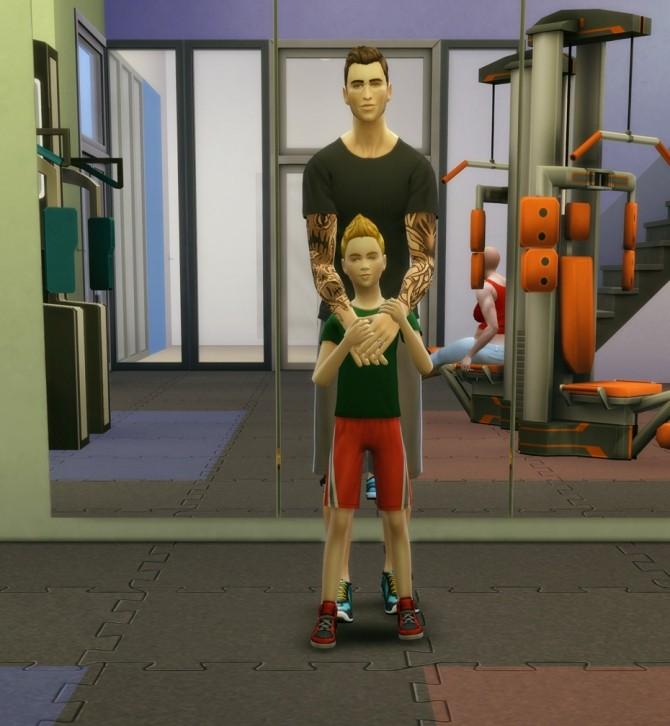 Family poses at Rusty Nail image 13315 670x726 Sims 4 Updates