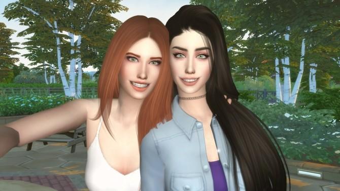 Selfie posepack at David Veiga image 1284 670x377 Sims 4 Updates