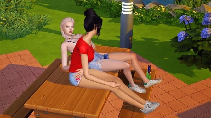 Sims 4 Picnic Table Chat Pose at Josie Simblr