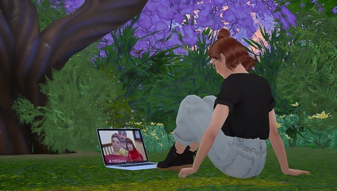 Look At The Screen POSEPACK at Solistair image 2021 670x381 Sims 4 Updates
